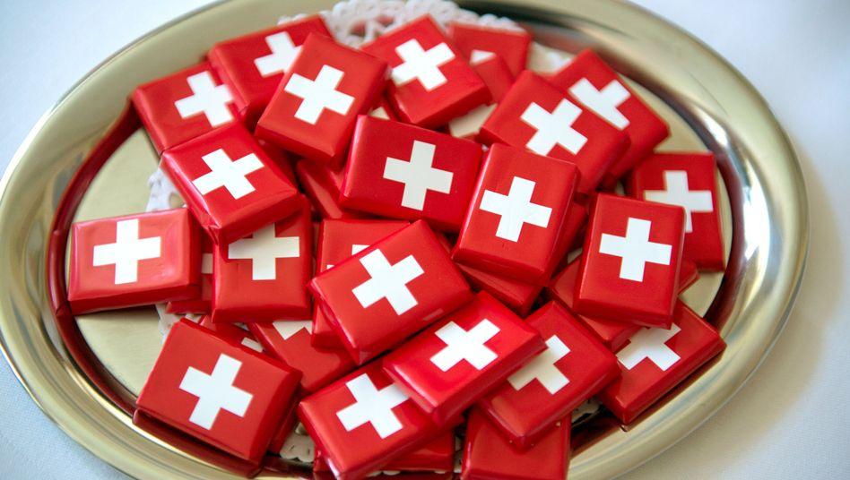 Schokoladentafeln mit Schweizer Nationalflagge