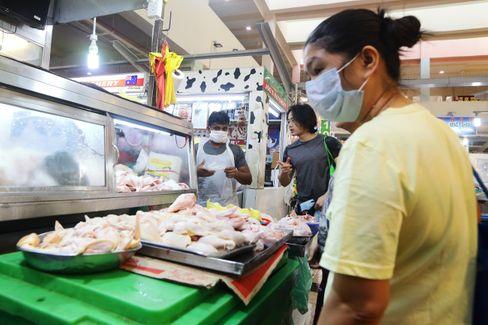 Hühnerschenkel und -flügel auf einem Fleischmarkt in Singapur, noch ohne Bioreaktor hergestellt