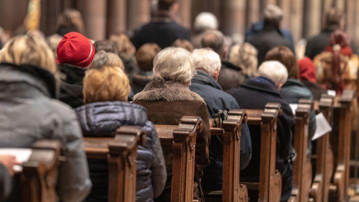 Die künftige Finanzierung der Kirchen: Zwischen Spenden und Staatsfinanzierung
