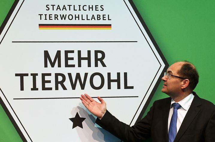 Ex-Agrarminister Schmidt präsentiert Tierwohllabel (2017)