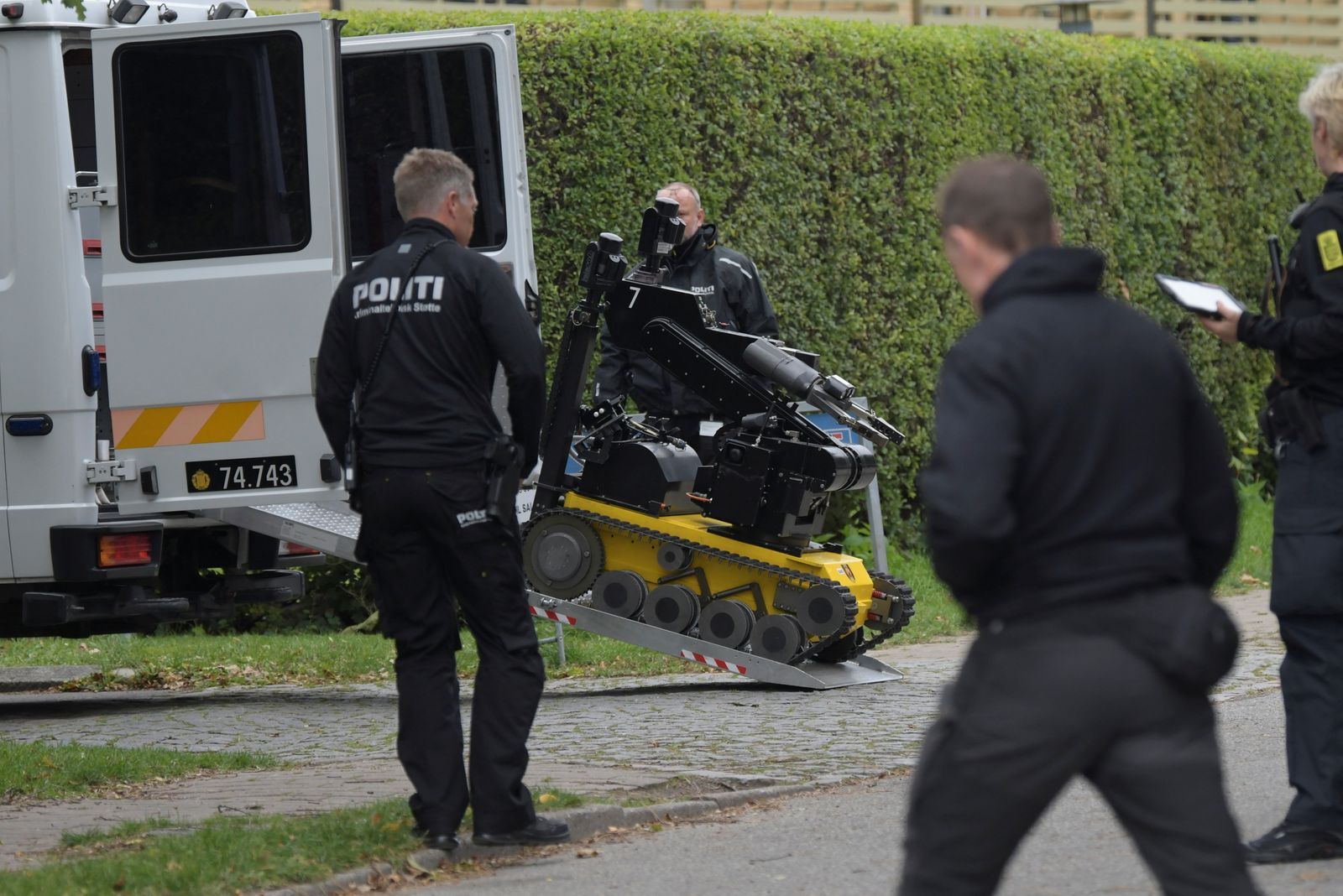 Police officers are seen as Peter Madsen is surrounded by the police in Albertslund
