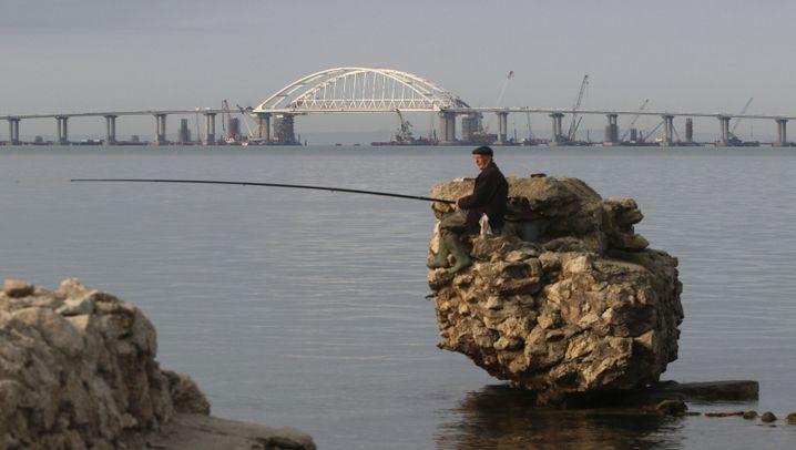 Umstrittene Krim-Brücke eröffnet: Putins Premierenfahrt