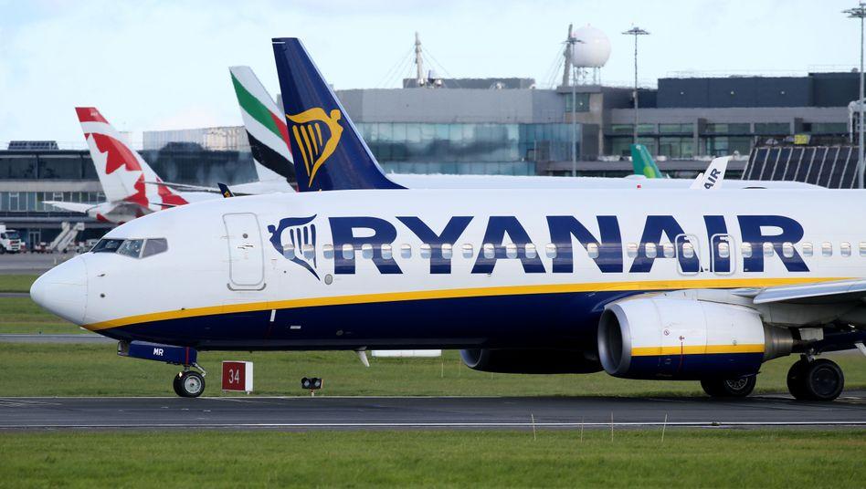 Ryanair-Flieger auf dem Flughafen von Dublin