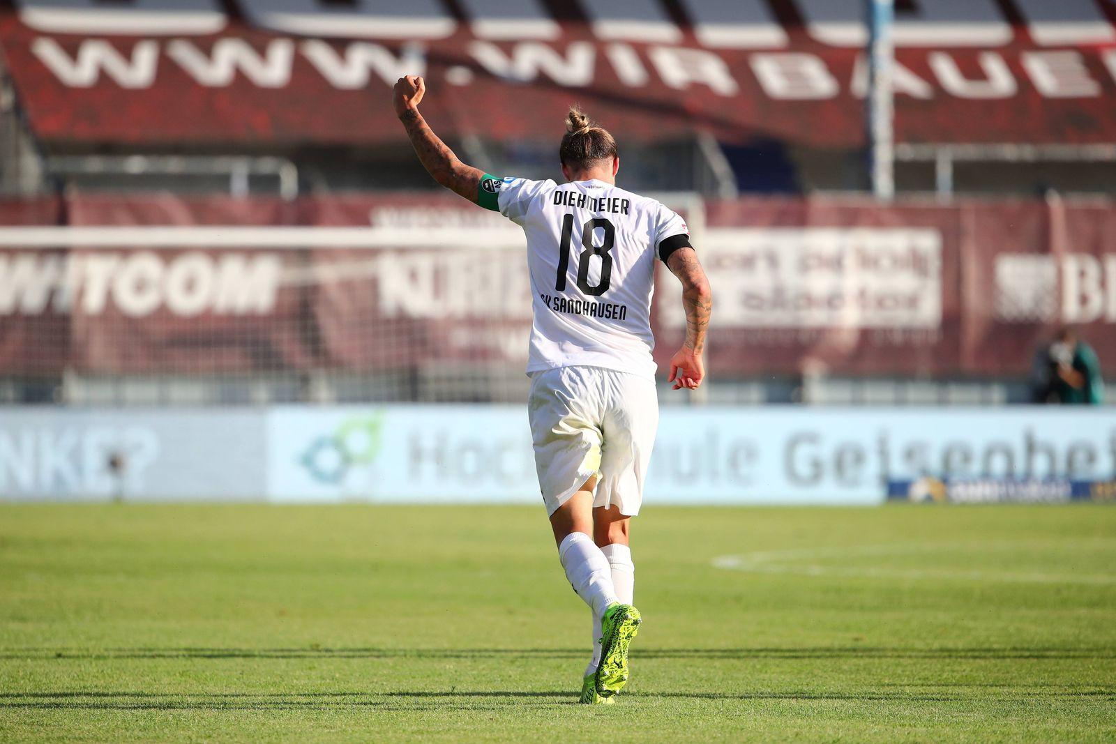 SV Wehen Wiesbaden vs SV Sandhausen, Fussball, 2. Liga, 26.05.2020 Dennis Diekmeier (Sandhausen) feiert sein Tor zum 1: