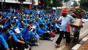 Tausende demonstrieren gegen Arbeitsmarktreform in Indonesien