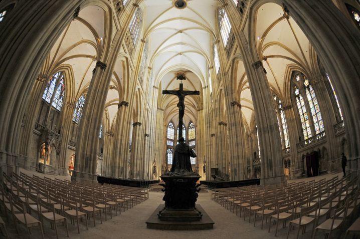 Regensburger Dom: Viele Fragen an die katholische Kirche