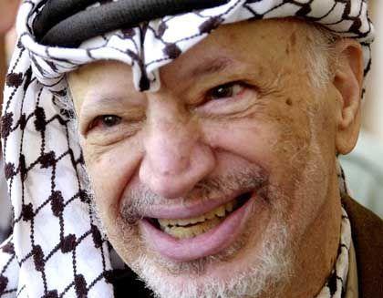 Jassir Arafat: lächelnd mit Rücktrittsgedanken gespielt
