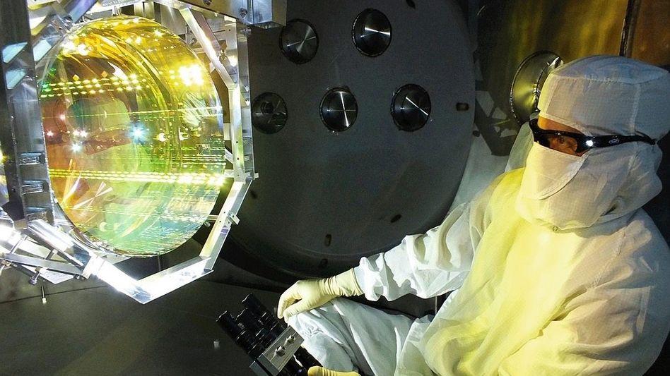 Physiker in Gravitationswellenobservatorium