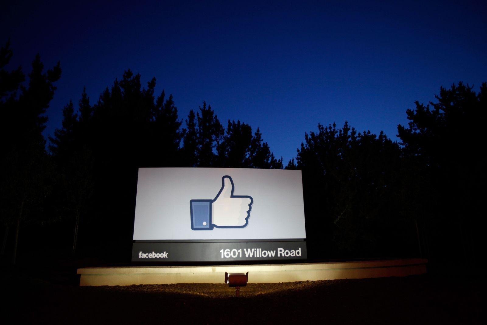 Facebook / Nasdaq XXL