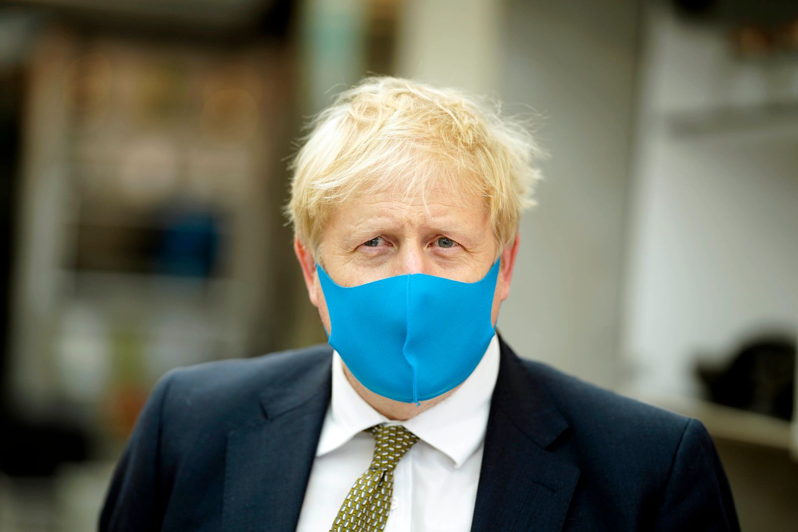 Boris Johnson mit Maske