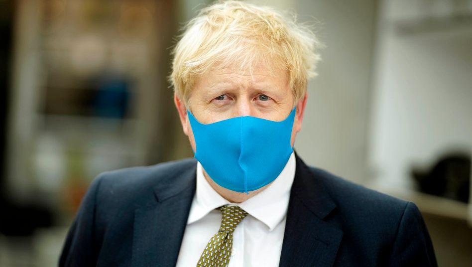 Ein Mann, eine Maske: Boris Johnson bei einem Besuch seines Londoner Wahlkreises im Juli