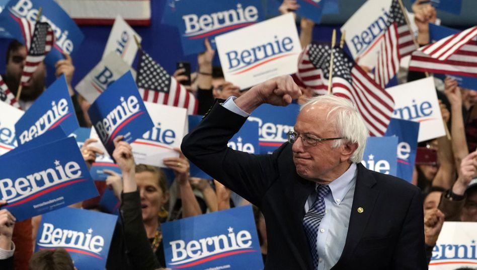 Bernie Sanders reckt in New Hampshire die Faust im Vorwahlkampf