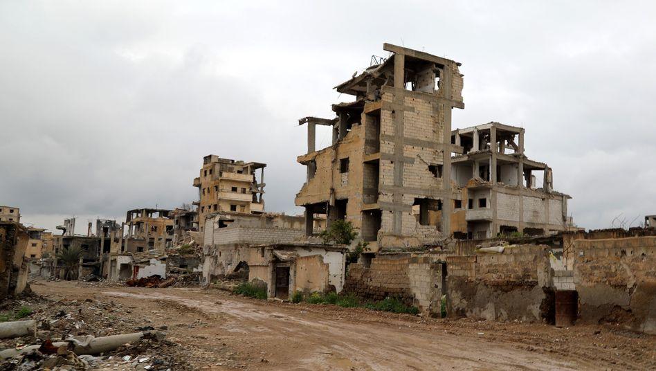 Zerstörtes Gebäude in Rakka: Die Stadt galt lange als Kommandozentrale des IS