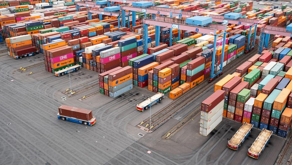 Container im Hamburger Hafen: EU-Kommission ging im November noch von plus 4,2 Prozent aus