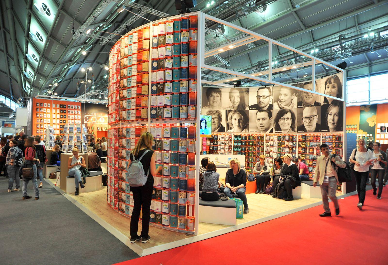 Frankfurter Buchmesse 2019, von 16. bis 20.10.2019 in Frankfurt am Main. Foto: Messestand Droemer Knaur *** Frankfurt B