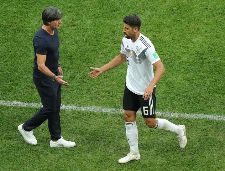 Joachim Löw mit Sami Khedira