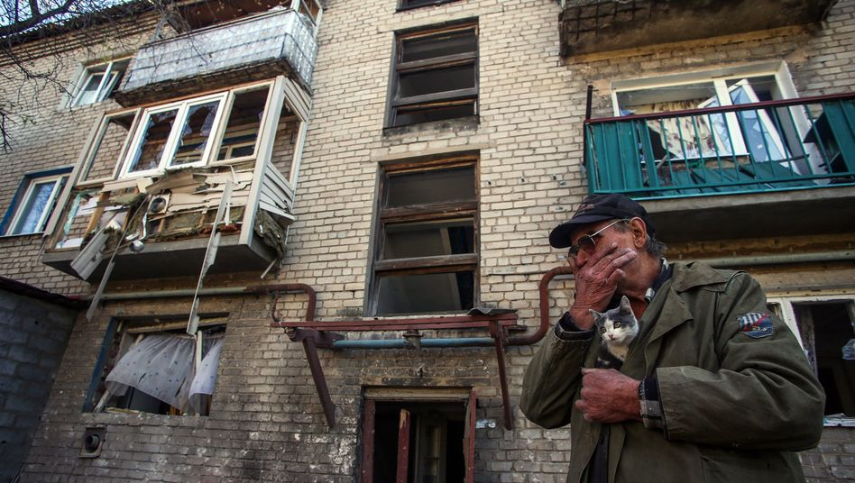 Von Granaten beschädigtes Haus bei Donezk: Hilfe aus Deutschland