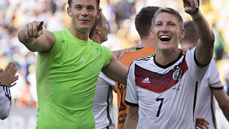 DFB-Torwart Neuer (l.), Schweinsteiger: Reif für den vierten Stern