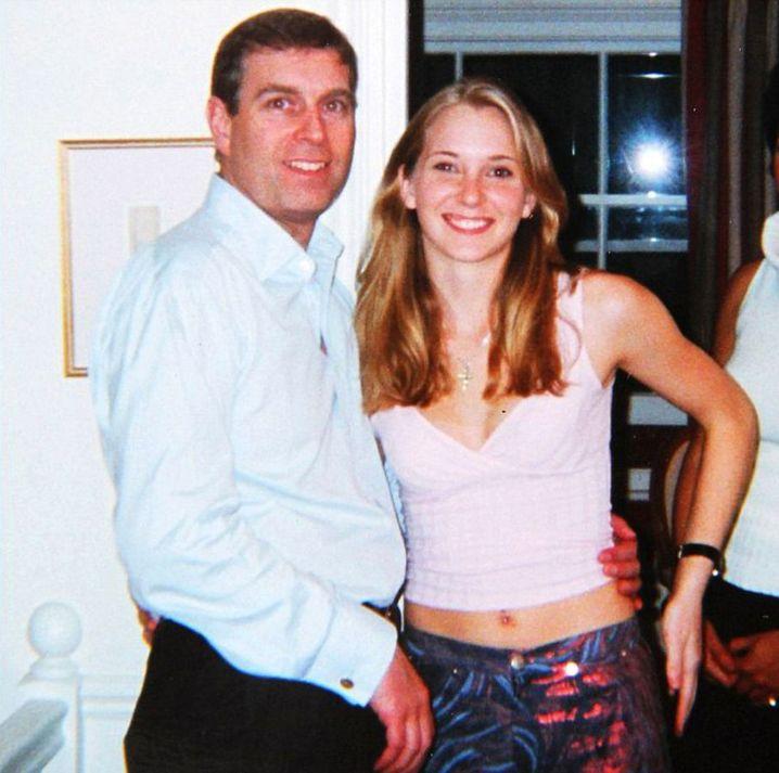 Virginia Roberts, die von Epstein zur Prostitution gezwungen worden sein soll, behauptet, mehrmals zum Sex mit dem Royal genötigt worden zu sein. Andrew weist das vehement zurück