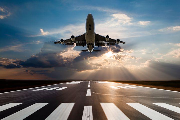 Die soziale Komponente bei den Flugpreisen: Gerade Politiker, die Umverteilung gern als »Gleichmacherei« verurteilten, verwiesen plötzlich auf »soziale Gerechtigkeit«.
