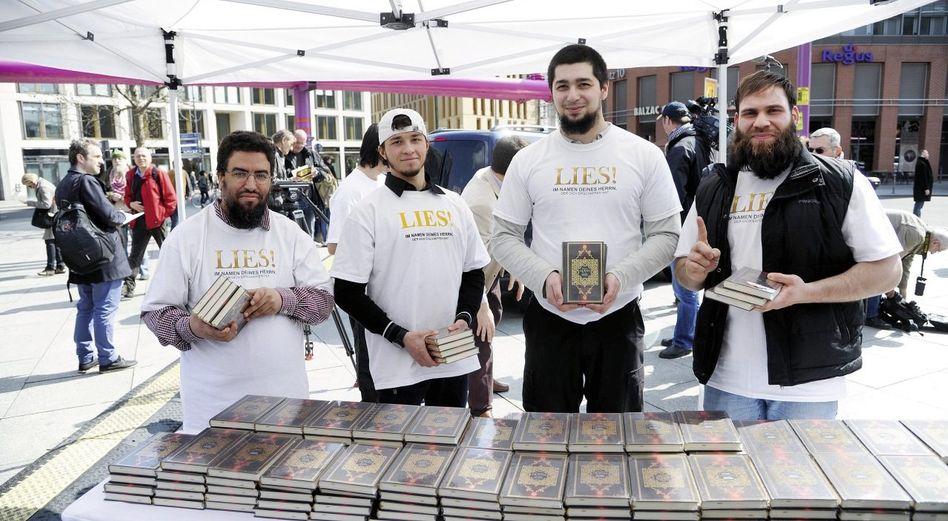Koran-Verteilung in Berlin: »Dafür stehe ich, und dafür würde ich sterben«