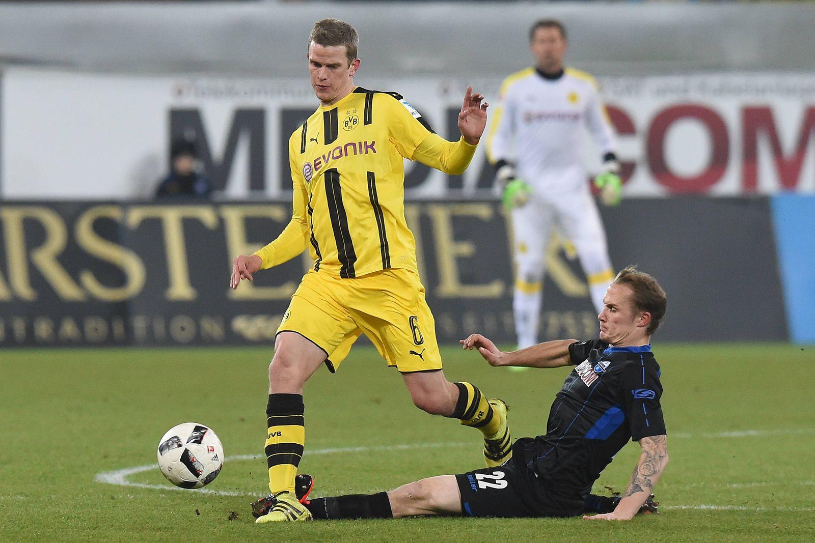 EINMALIGE VERWENDUNG Testspiel/ SC Paderborn vs Borussia Dortmund/ Sven Bender/ Sven Michel