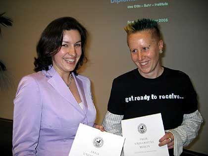 """Mantel (links) und Marquardt mit Diplom: """"Leute, ich bin Studentin hier"""""""