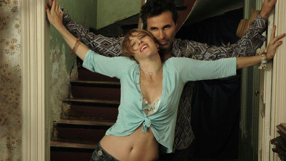 Béatrix (Valéria Bruni Tedeschi) und Marc (Gilbert Melki) in ihrem Ferienhaus am Mittelmeer