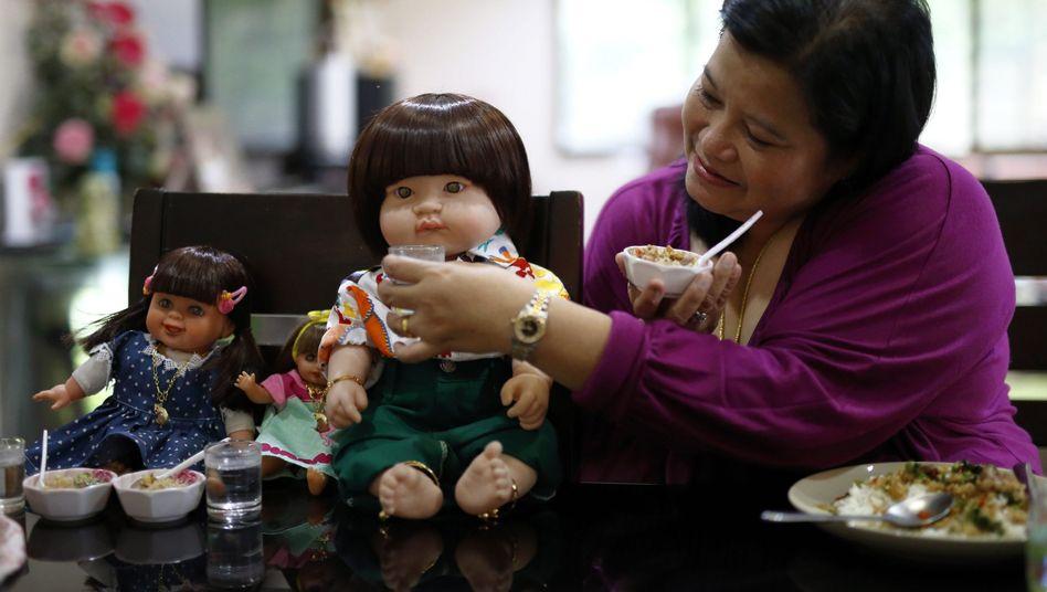 """Thailänderin und ihre """"Engelskinder"""": Flug ist kostenpflichtig"""