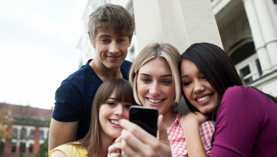Jugendliche und Smartphone: Bedachter als gedacht