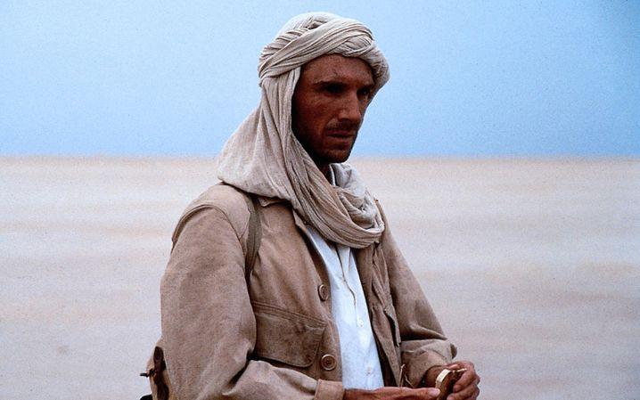 """In dieser Wüste bleibt nichts trocken: Ralph Fiennes in """"Der englische Patient"""""""
