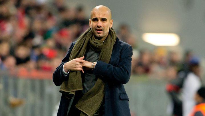 Fußballtrainer: Enge Hemden, weite Hosen