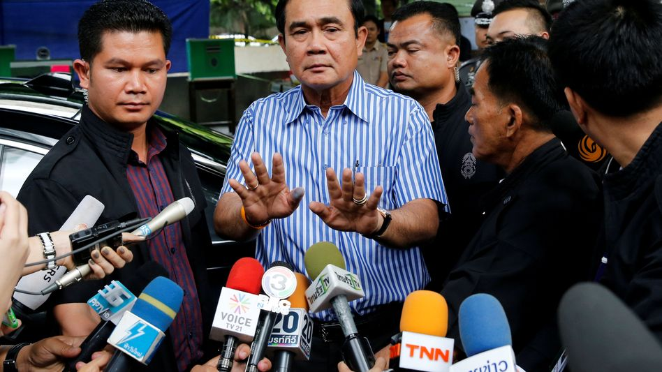 Junta-Chef Prayuth, Medienvertreter