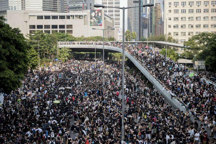 Protest nahe dem Regierungssitz: Viele Straßen in Hongkong sind blockiert