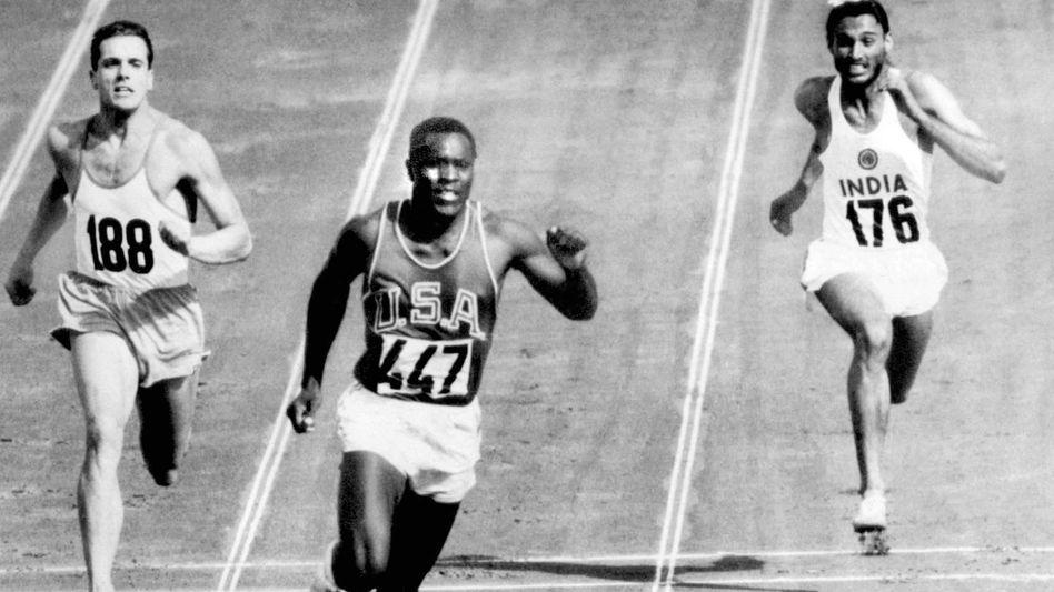 Rafer Johnson beim 100-Meter-Lauf während seines Gold-Zehnkampfes von Rom 1960