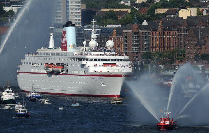 """""""MS Deutschland"""": Der Kapitän des Schiffes klagt auf Wiedereinstellung durch die Reederei"""