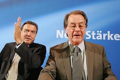 Müntefering und Schröder vor vertrautem Blau (Archiv)