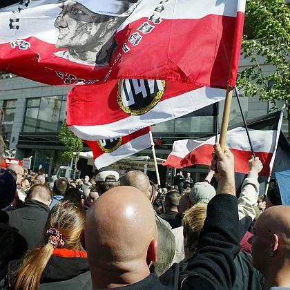Rechtsextreme mit leeren Kassen: NPD-Demo in Berlin im Mai 2005