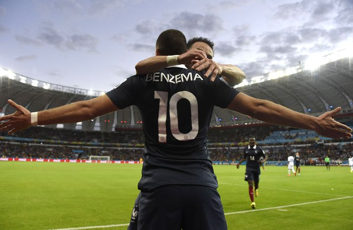 Benzema, dahinter verdeckt: Ex-Teamkollege Mathieu Valbuena