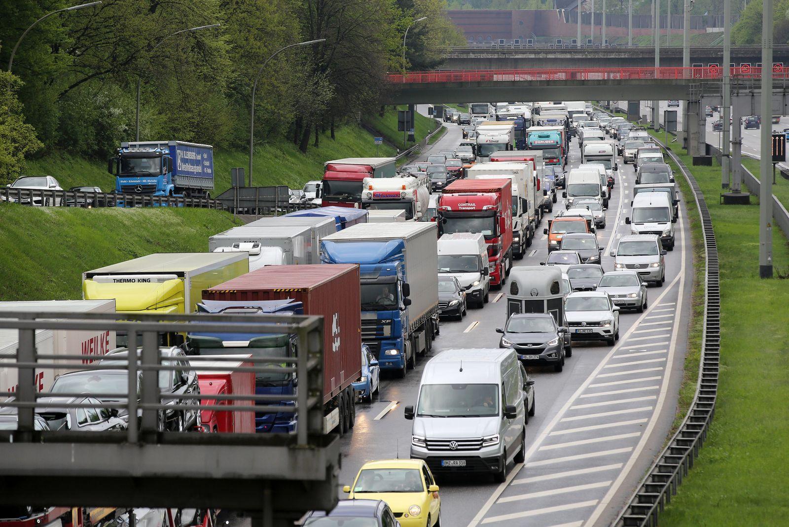 Verkehrschaos auf A7 nach Lkw-Unfall