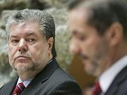 Kurt Beck listens as Matthias Platzeck gives up the reins of SPD party leadership.