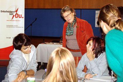 Jungwähler in Demokratie-Workshop (in Österreich, wo ab 16 gewählt werden darf): Nicht fahrlässig an der Verfassung herumhantieren