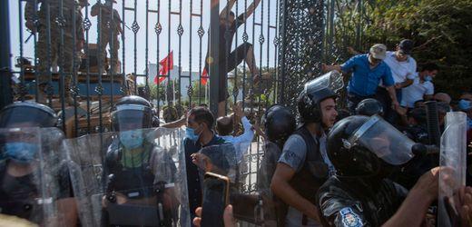 Tunesien: Soldaten umstellen das Parlament