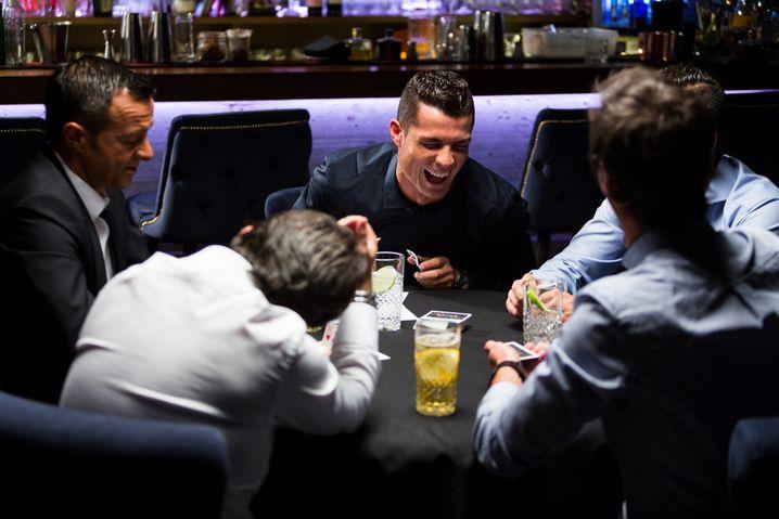 Berater Mendes (l.), Klient Ronaldo im April 2016: Europaweite Ermittlungen