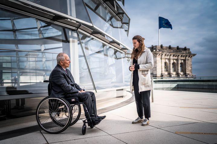 Sie ist 24, er 78. Hier streiten Luisa Neubauer und Wolfgang Schäuble über die Schuld der älteren Generation am Klimawandel und die Langsamkeit der Demokratie