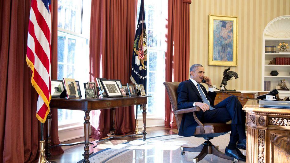 """Obama am Telefon (Archivbild): """"Wertschätzung für die Führungsrolle der Kanzlerin"""""""