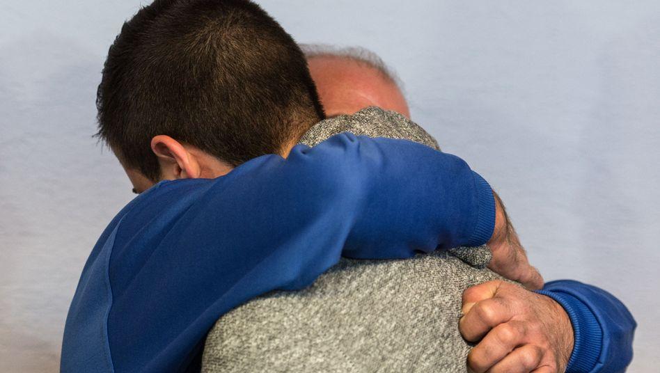 Angeklagter Vater Moustapha Y. (blauer Pullover), Sohn Akram (Archiv): Urteil in Freiburg