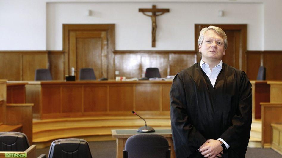 Anwalt Nozar im Landgericht Saarbrücken: Als die Polizisten eintreffen, ist der Richter verschwunden