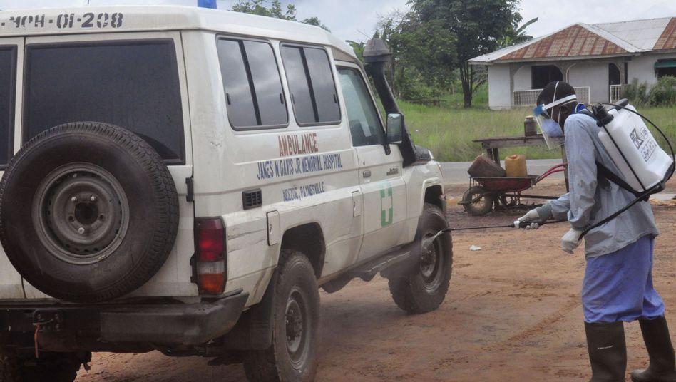 Desinfektion eines Rettungswagens: Zeitungen berichten von zwei Neuinfizierten