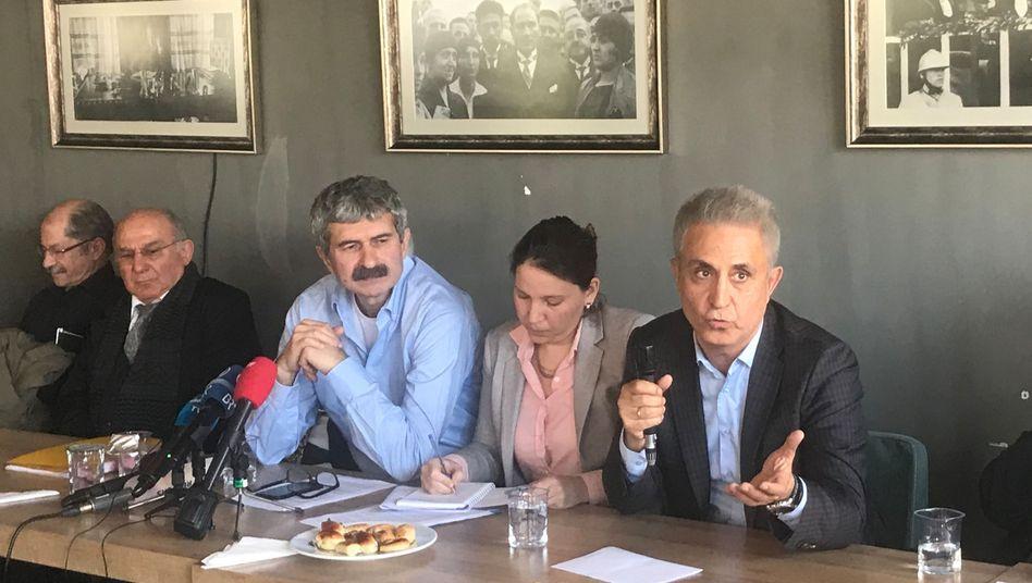 Journalisten und Anwälte gaben am 22. April eine Pressekonferenz in Istanbul